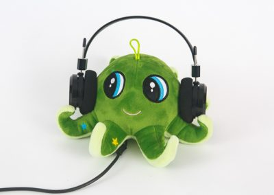 600-green-octopus-product-photo-with-headphones