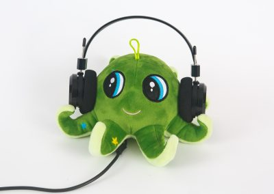 green-octopus-product-photo-with-headphones